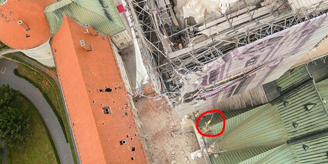 NOVA FOTOGALERIJA ZAGREBAČKE KATEDRALE 'Križ je ostao na krovu, na slikama se može vidjeti'