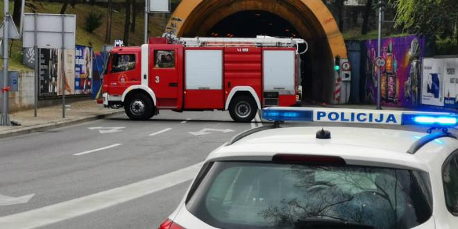 TEŠKA PROMETNA Sudar u Marjanskom tunelu, poginula jedna osoba