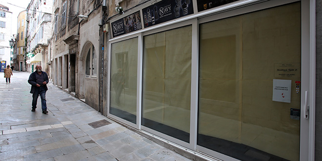 FOTOGALERIJA Epidemija bijelih papira: Mnogi poslovni prostori u centru Splita i dalje zatvoreni