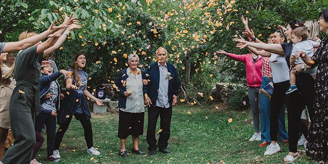 LIJEPA OBITELJSKA PRIČA Djeca i unučad organizirali baki i djedu pir na njihovu 65. godišnjicu braka!