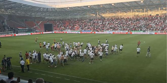 VIDEO: Debrecen ispao u drugu ligu, navijači igračima skinuli dresove!