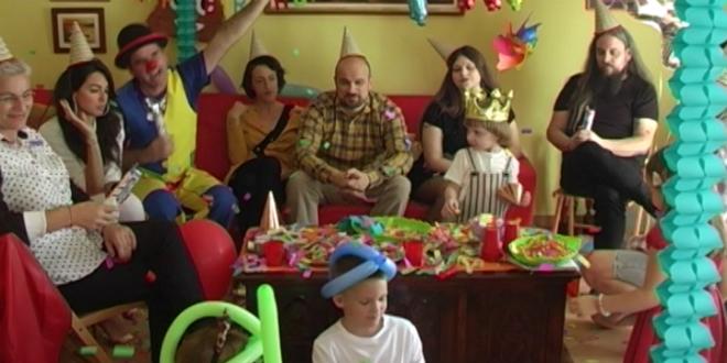 VOJKO V JE UMORAN Dječji rođendani, pelene, stručnjaci i Jasmin Stavros