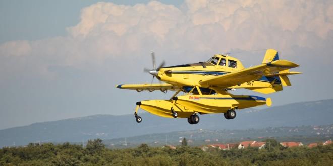MUĆ Rubne točke požarišta još su aktivne, natapaju ga protupožarni zrakoplovi