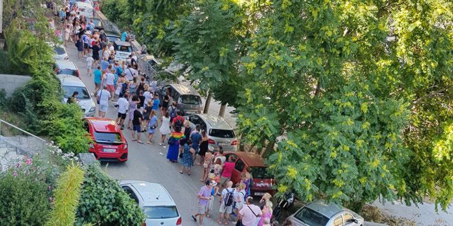 NEOBIČNA SLIKA U SPLITU Poljaci formirali kolonu u Istarskoj ulici