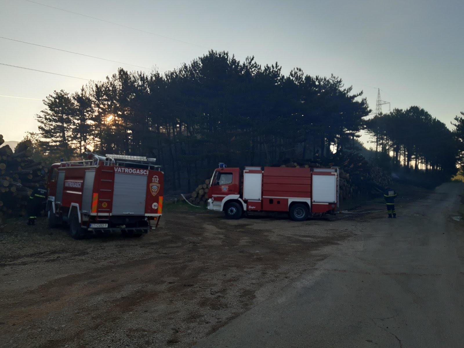 Požar kod Muća i dalje je aktivan