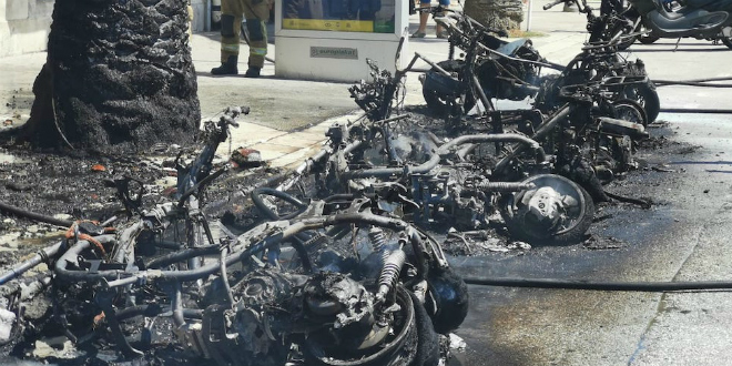 POŽAR NA RIVI Izgorjelo je deset motora, građani i turisti pokušali ugasiti vatru