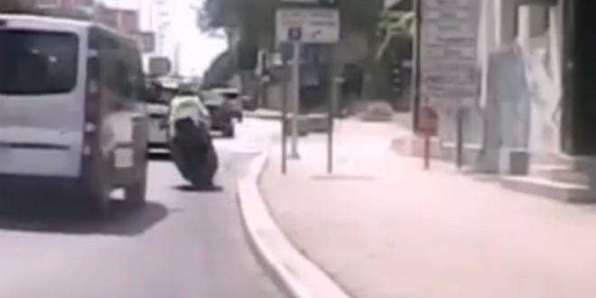 VIDEO Pogledajte samoubilačko prestrojavanje vozača motocikla