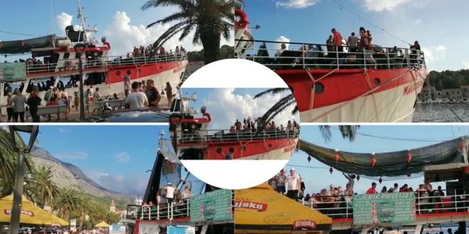 (KORONA)PARTY: Organizirane ture Makarska-Hvar s 200 ljudi na palubi
