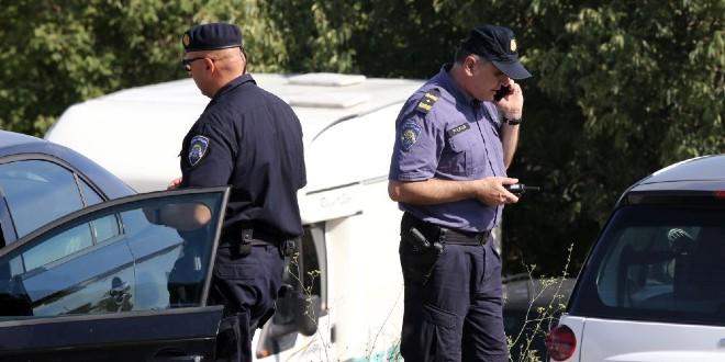 STRAŠNA NESREĆA NA AUTOCESTI Više osoba je poginulo u sudaru kombija i kamiona