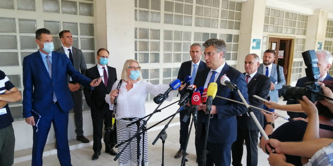 VIDEO Plenković novinarki izbio mobitel iz ruke