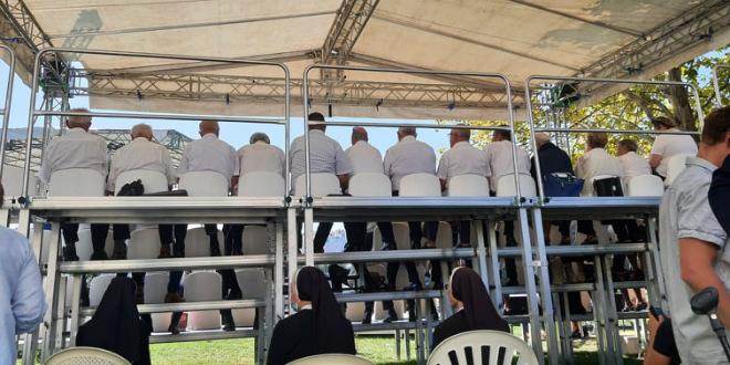 Korona u crkvenom zboru koji je nastupao za proslavu Male Gospe u Solinu