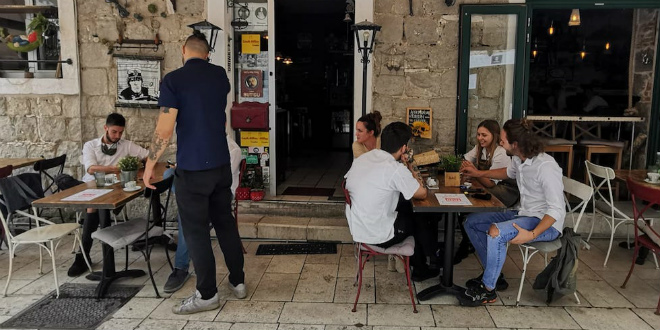 SPLIĆANI SAT VREMENA BEZ KAVE Kafići i restorani u Splitu obustavili rad, traže smanjenje PDV-a i pristup kreditnim linijama