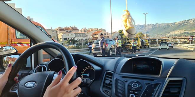 Dvije prometne nesreće na izlazu iz Splita prema Solinu, sudarilo se sedam auta, četiri osobe u bolnici