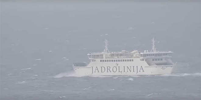 VIDEO Borba trajekta sa snažnim udarima juga kod Splita
