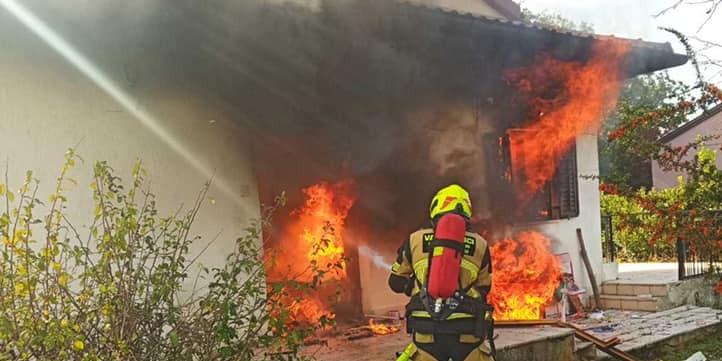 STARICA SE POKUŠALA ZAGRIJATI: U metalnoj kutiji u kući zapalila vatru i poginula