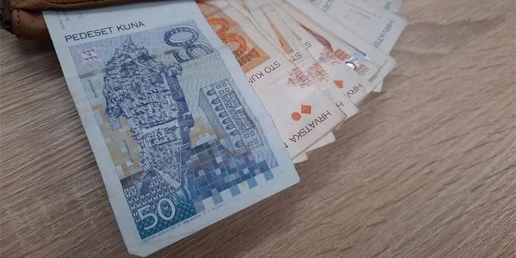 NEVJEROJATNO LIJEPA PRIČA ZA KIŠNI PONEDJELJAK Mladić platio nepoznatoj baki račune jer je po putu izgubila novac