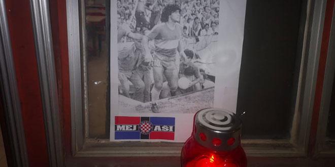 Navijači Hajduka izvjesili sliku i upalili svijeću u čast velikom Maradoni