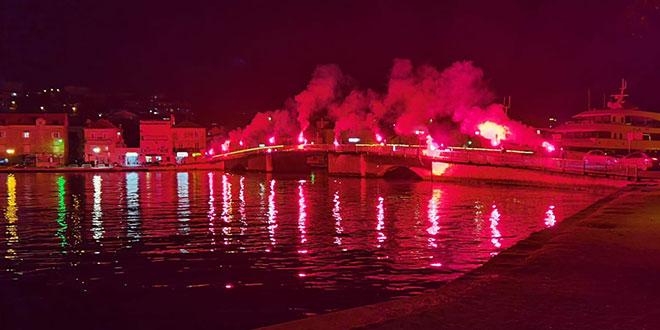 Torcida Trogir upalila 10 baklji u čast velikom Diegu