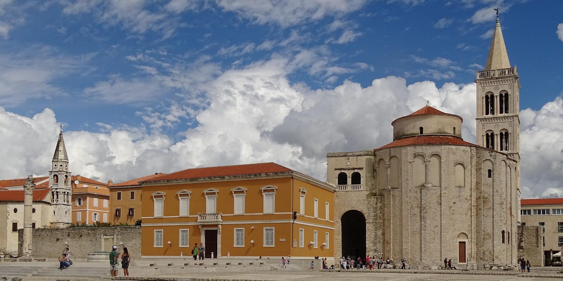 ŠTO ĆE REĆI PAPA Zadarska nadbiskupija jedina je direktno pod Vatikanom, ali stiže jasan apel da se to promijeni