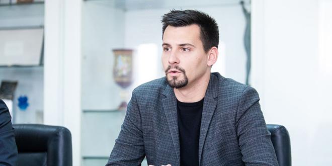 BLOKADA NA JAVNOM SERVISU 'Na HRT-u ima mjesta za propalog bagerista i obiteljskog nasilnika, a nema za Benzona, Grkovića i Ivoševića'