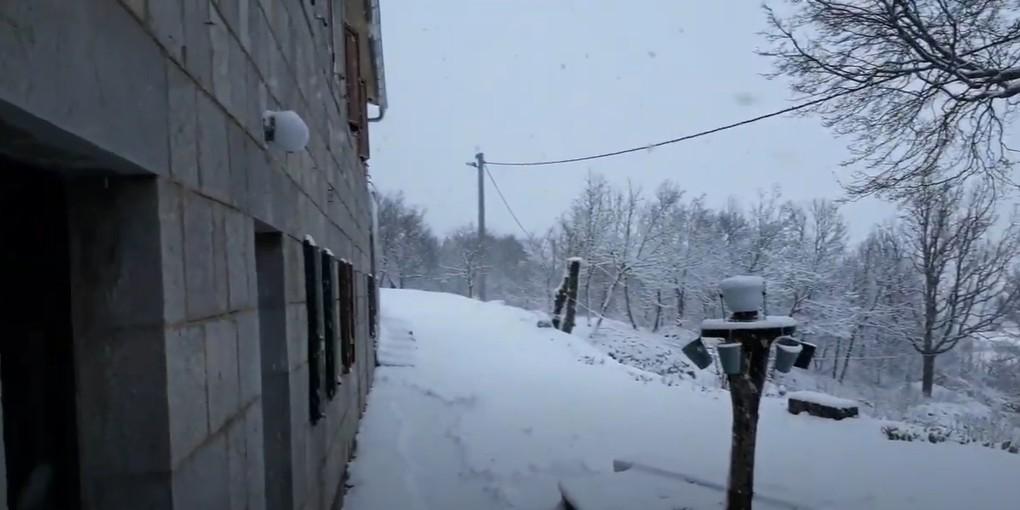 VIDEO Snijeg razveselio najmlađe i u Aržanu