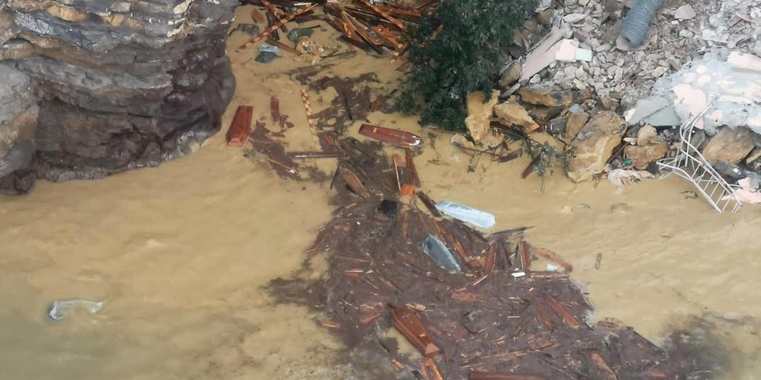 ŠOKANTAN PRIZOR Čitavo groblje u talijanskom gradiću otklizalo u more