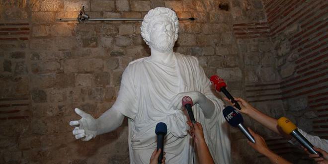 KAKO JE IZGLEDAO DIOKLECIJAN Napravljenje fotografije rekonstrukcije rimskih imperatora od 1. do 4. stoljeća