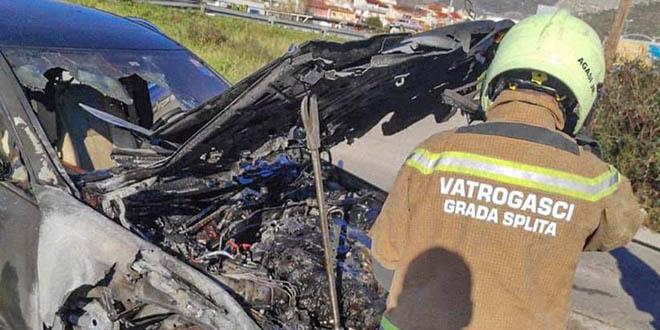 VIDEO GORUĆEG AUTA Pogledajte jučerašnji požar kod Stobreča