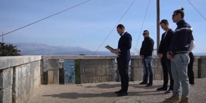 VIDEO: Domovinski pokret postavio spomen ploču Frani Tenti na Marjanu
