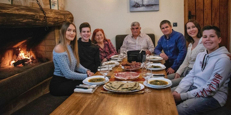 MIHANOVIĆ: Obiteljsko nedjeljno okupljanje na kominu moga ćaće