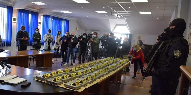ZAPLJENA U LUCI PLOČE: 'Kavački klan' ostao bez pola tone kokaina