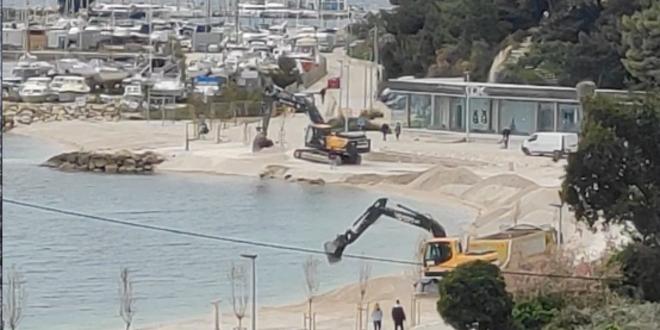 VIDEO Obnavlja se plaža na Trsteniku