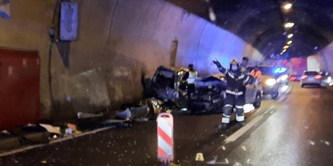 TEŠKA PROMETNA: U tunelu Mala Kapela poginuo muškarac, jedna osoba teško ozlijeđena