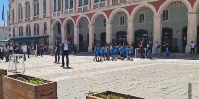 Evo tko je doveo djecu na HDZ-ov skup u Splitu: 'Ispričavam se roditeljima, nisam htio'