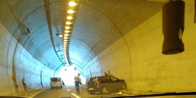 BRZA CESTA SOLIN-KLIS Prometna nesreća u tunelu!