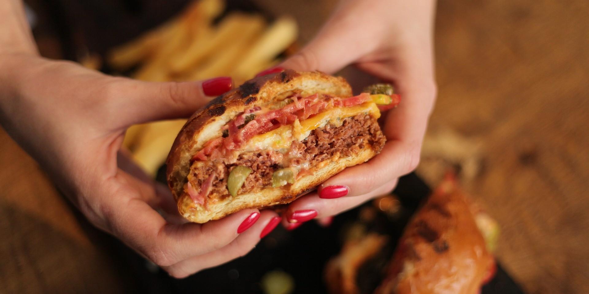Ako brzo jedete, veća je vjerojatnost da ćete se prejesti