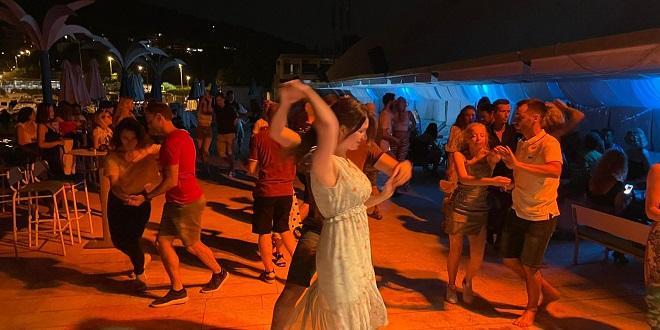 FOTO/VIDEO: SALSA NIGHTS Otvorena nova sezona plesnih partyja uz more