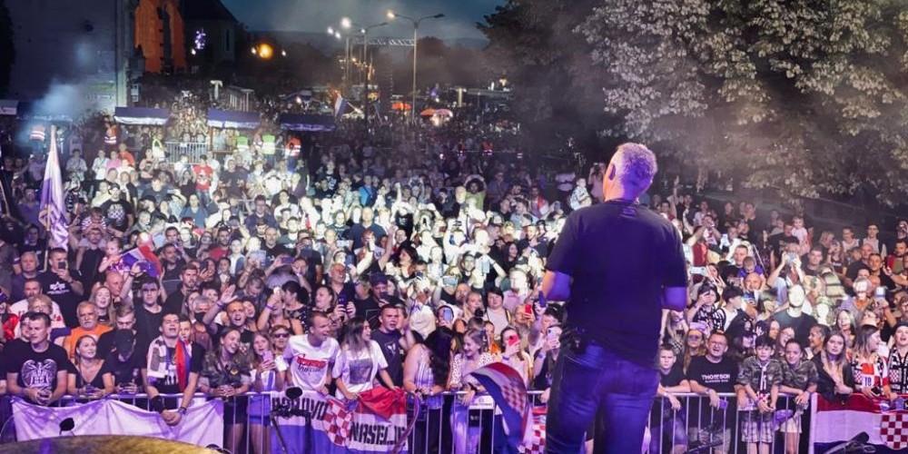FOTOGALERIJA Thompson nastavio s koncertima, pogledajte atmosferu u Našicama