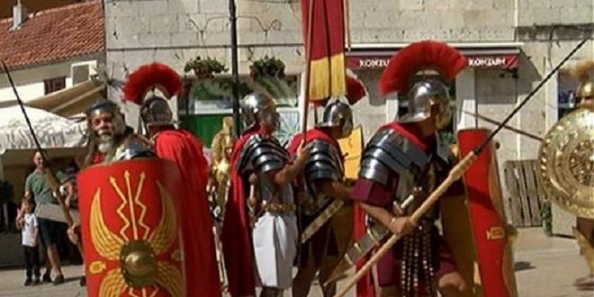 SINJ Povijesne postrojbe iz 1. stoljeća izazvale divljenje na prepunoj Pijaci
