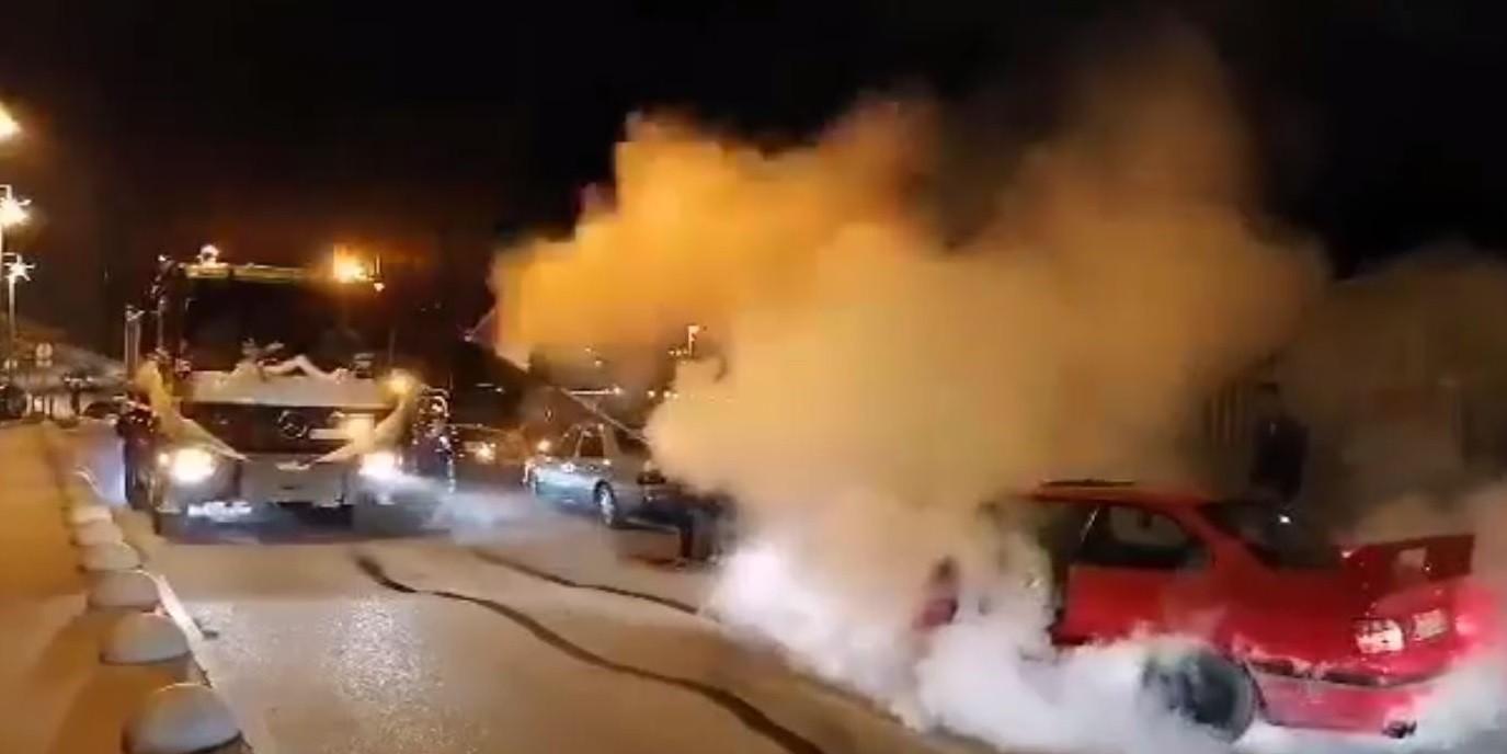 VIDEO: NISU NI PIREVI ŠTO SU NEKAD BILI  Mladenci stigli u kamionu