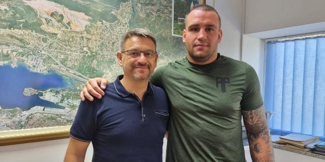 Boksač Antonio Plazibat kod solinskog gradonačelnika