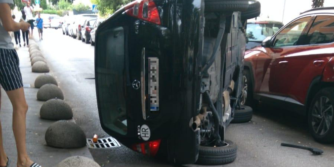 PROMETNA U SPLITU Mercedes se prevrnuo na bok