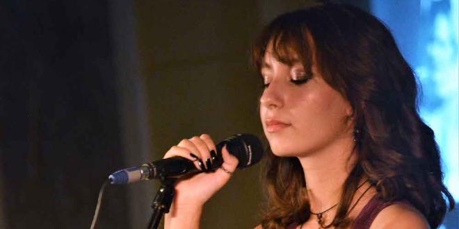 SPLI'SKI LITNJI KOLURI Mlada Flora Bašić oduševila publiku ispred HNK, tek joj je 14 godina