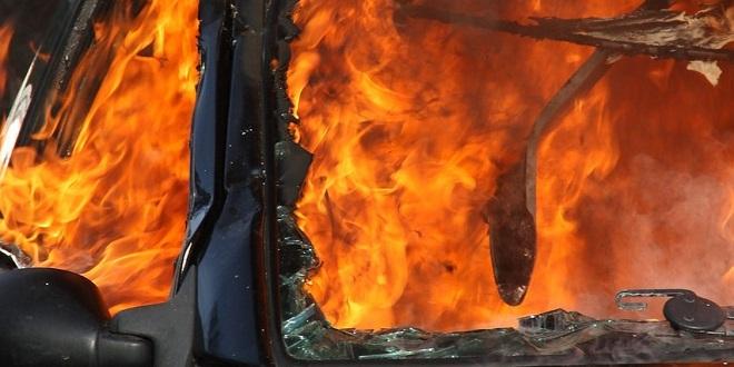 STRAVIČNA NESREĆA U SOLINU Auto udario u stup i potpuno izgorio! Petero ozlijeđenih