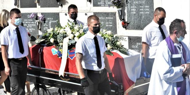POSLJEDNJI ISPRAĆAJ Na Lovrincu uz vojne počasti sahranjen Mladen Bauk