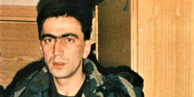 HEROJ DOMOVINSKOG RATA Na današnji dan poginuo je jedan od najhrabrijih hrvatskih branitelja, prije smrti je dao vukovarskim djevojčicama svoj lančić i grb