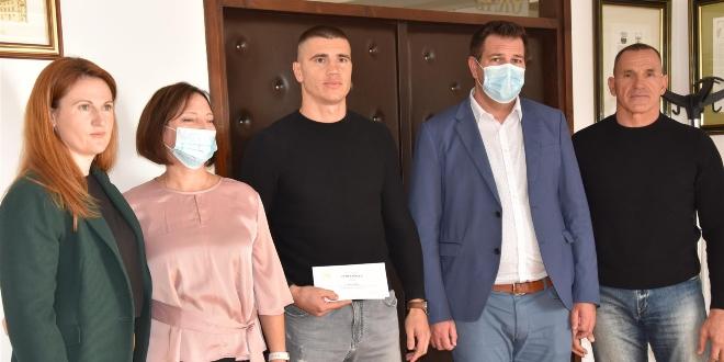 Kaštelanski gradonačelnik primio svjetskog prvaka u kickboxingu Luku Žuljevića